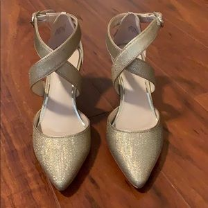 Kelly & Katie metallic pumps